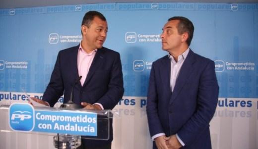 El presidente del PP en Sevilla, José Luis Sanz, y el secretario general del PP Sevilla, Juan Bueno, mantienen un encuentro con cargos electos del PP.