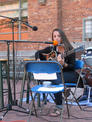 Sophomore Alyssa Hart plays guitar Sunday at WRGW's Student Showcase. Photo by Kenrda Poole.