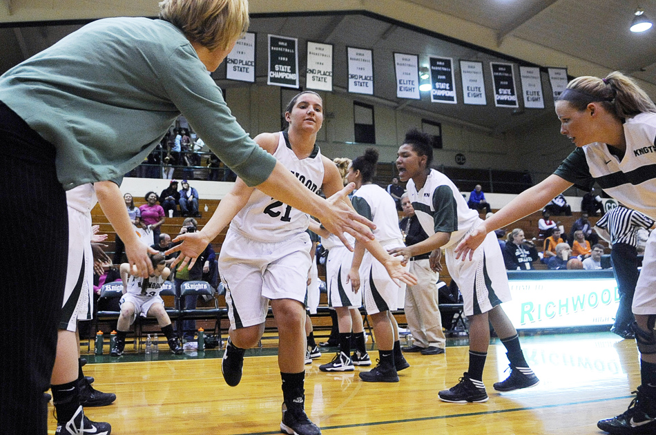 NICK SCHNELLE/JOURNAL STAR  Gabby Cunningham (21) of Richwoods enters the game against United Township on Friday at a Class 4A Regional Championship game at Richwoods High School. Richwoods defeated United Township 57-42.