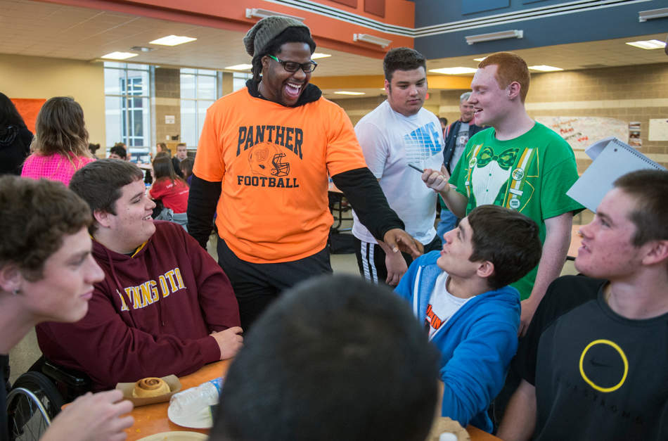 FRED ZWICKY/JOURNAL STAR Chicago Bears defensive tackle Landon Cohen laughs as he jokes with Washington High School students on Dec. 4 as members of the Chicago Bears came to show their support after the Nov. 17 tornado. About a dozen Bears players helped workers clear debris from tornado damaged homes along Dorchester Court in Washington.