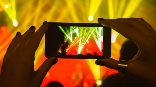 laser-light-show-getting-recorded-by-smartphone