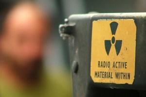 2- radiactive