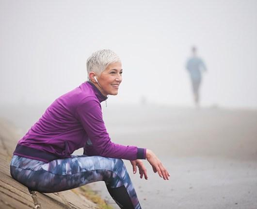 Estudio encuentra relación entre sedentarismo y envejecimiento precoz entre mujeres mayores
