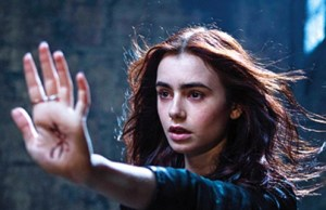 Mortal_instruments_lily_collins_banner_11_15_12