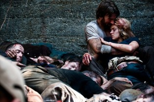 Sharlto-Copley-and-Erin-Richards-in-Open-Grave