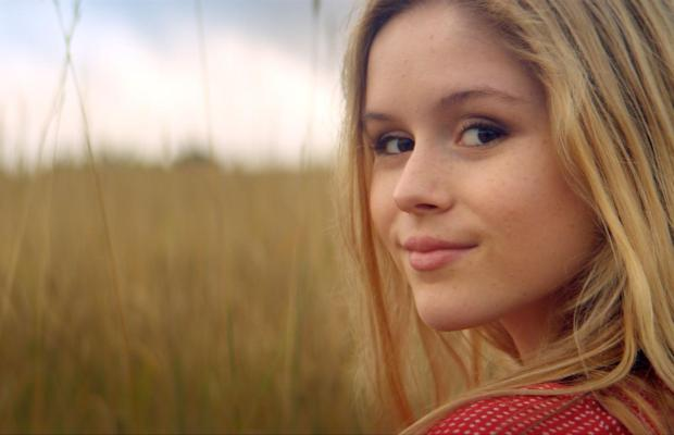 still-of-erin-moriarty-in-the-kings-of-summer