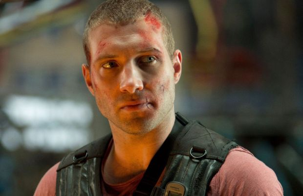 astounding-jai-courtney-die-hard-background