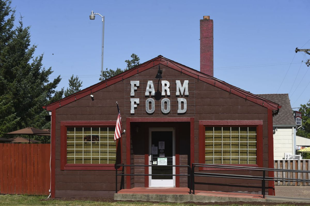 Restaurant Farmhouse Chicago Farm Food Brings Upscale Dining To Adair Village
