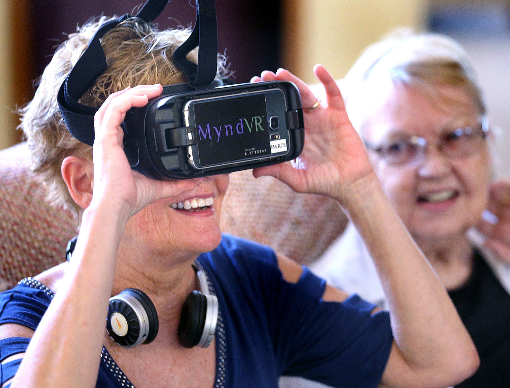 Senior Tech Simplesteps To Technology Introduces Seniors To Virtual Reality