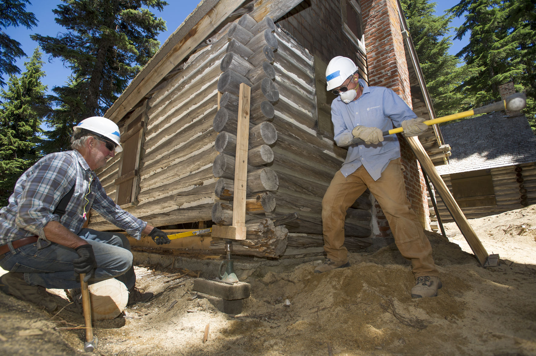 Four Historic Cabins Being Restored At Paulina Lake Local State Bendbulletin Com