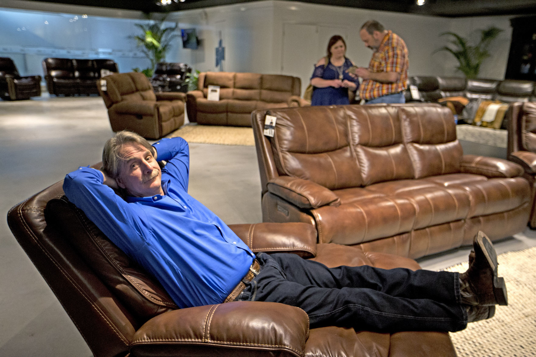 Sofa Repair Charlotte Nc No Joke Comedian Jeff Foxworthy Has His Own Line Of Recliners