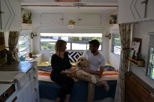 Impressive Tiny House Hgtv Is Re As Lincoln Couple Step Into House On Wheels Tiny House Hunting Full Episodes Youtube Tiny House Hunting Fyi Full Episodes