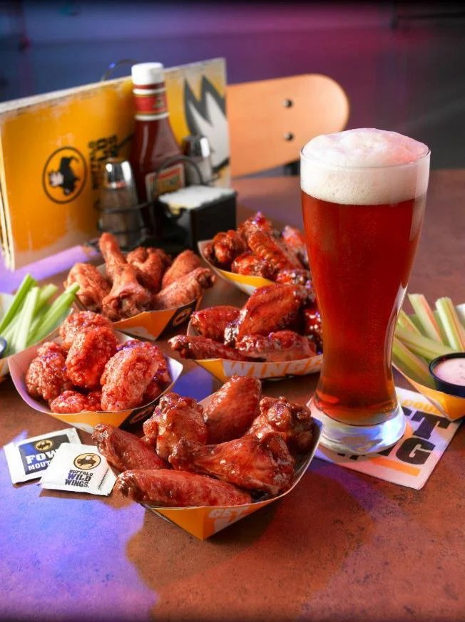 Former server sues Buffalo Wild Wings in N Charleston for wage