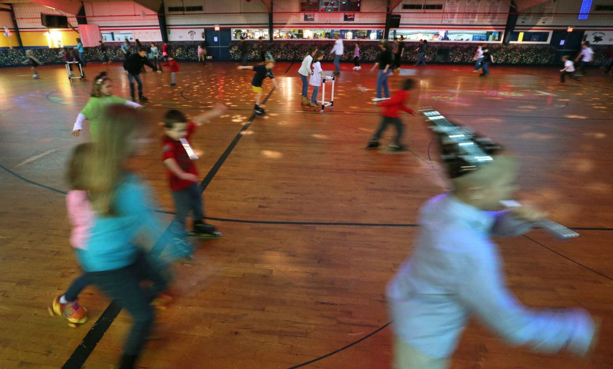 Partiers take to their skates at ashland skateland