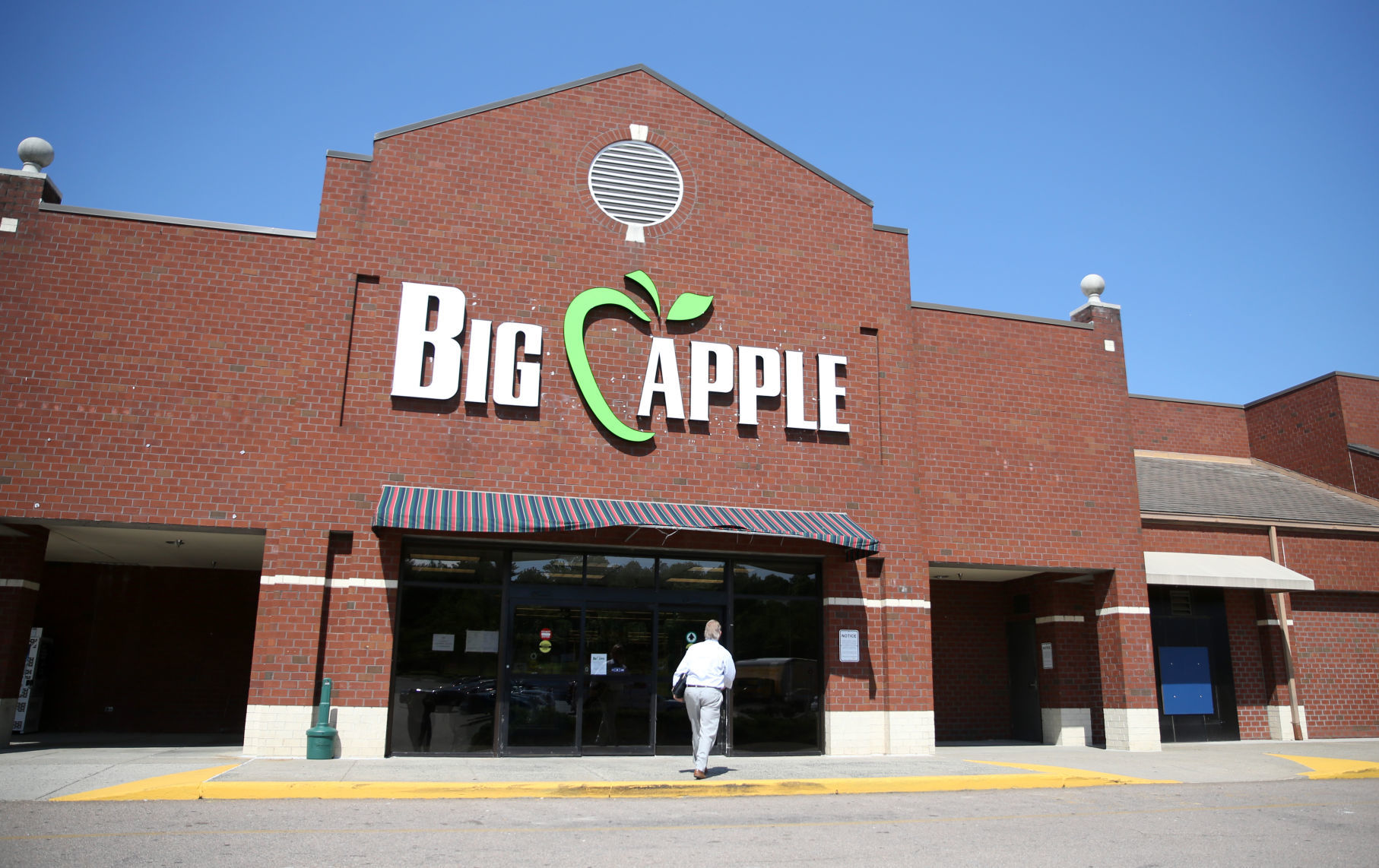 Big Apple Supermarket Opens In Henrico As Traditional