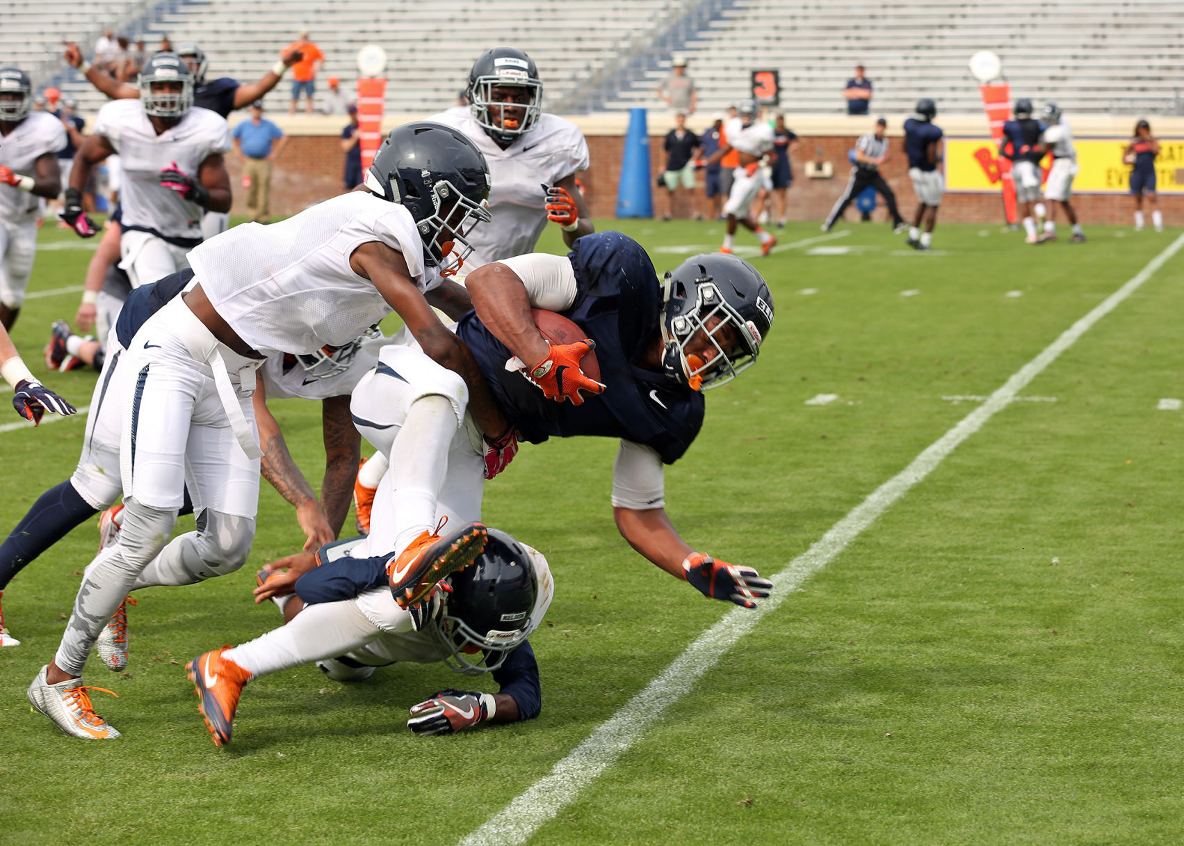 Some Surprise Standouts Put A Spark Into Virginia S Spring Football Game Uva Sports News