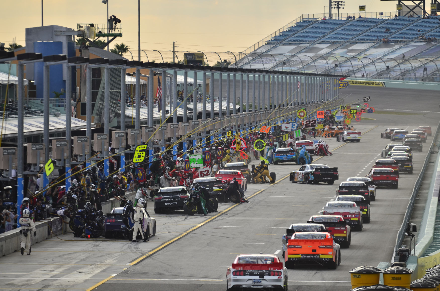 Vehicle Manufacturers In Nascar Manufacturers Offer Some Ideas On The Future Of Nascar