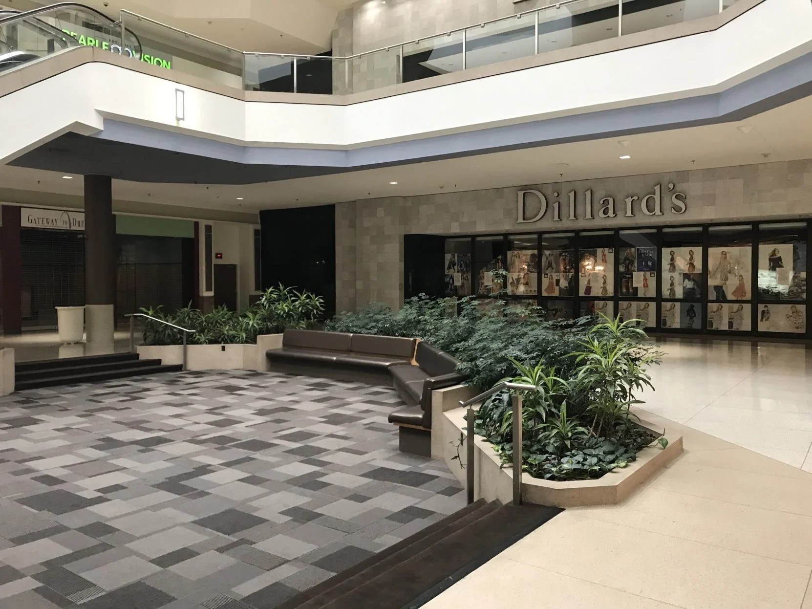 Bank At Chesterfield Mall Over Retailed In Chesterfield Struggling Mall Tops Concerns