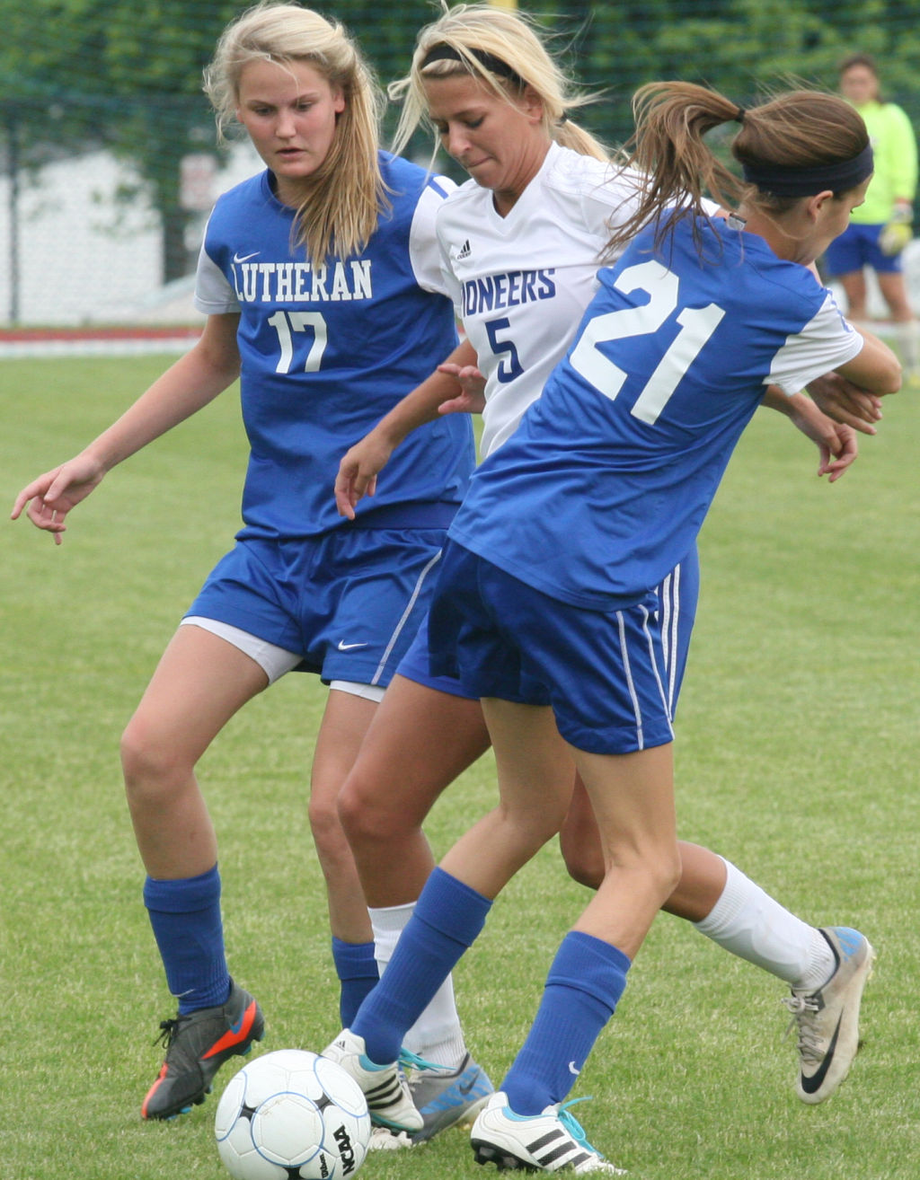 Duchesne High School Soccer Schedule Duchesne Advances To State With 6 1 Rout Of Lutheran St