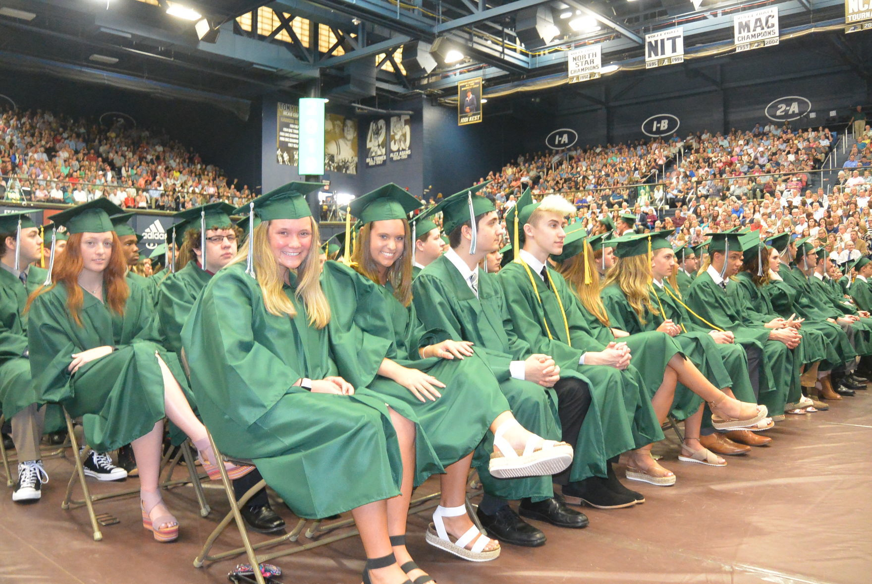 Medina High School Graduates 608 Seniors Medina Thepostnewspapers Com