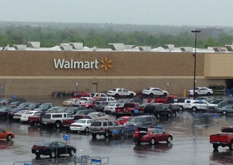 Wal-Mart to temporarily close its store at Admiral Place and