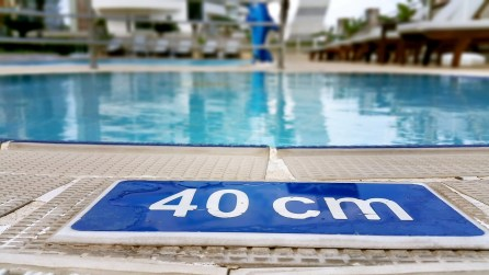antalya yüzme havuzu konyaaltı sahilde oteller blue garden hotel (10)