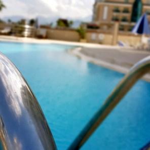 antalya yüzme havuzu konyaaltı sahilde oteller blue garden hotel (2)
