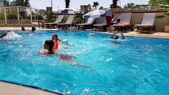 antalya yüzme havuzu konyaaltı sahilde oteller blue garden hotel (41)