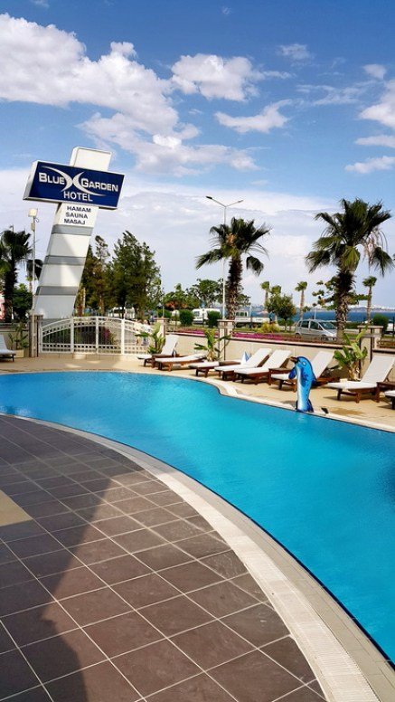 antalya yüzme havuzu konyaaltı sahilde oteller blue garden hotel (5)