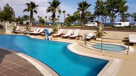 antalya yüzme havuzu konyaaltı sahilde oteller blue garden hotel (6)