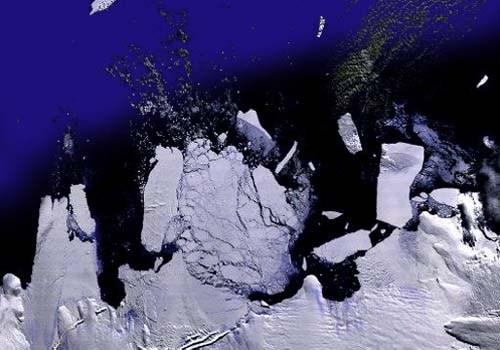 Iceberg_twice_Manhattan_Heads_To_Australia