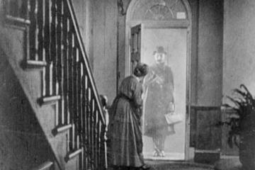 lodger-1926-ivor-novello-appearing-in-doorway
