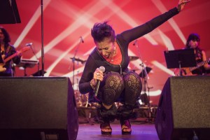 """Nona Hendryx at NPR's """"Turning The Tables"""" @ Damrosch Park 7/26/17. Photo by Vivian Wang (@Lithophyte) for www.BlurredCulture.com."""