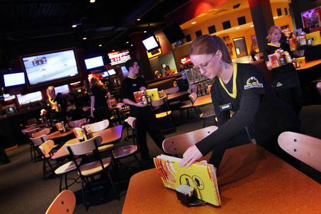 Buffalo Wild Wings A Restaurant, Of Sorts Mr Blog\u0027s Tepid Ride