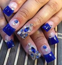 Experience the Glamorous Style of Royal Blue Nail Designs ...