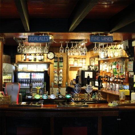 King's Arms: service area at bar.