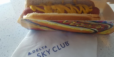 Delta Air Lines serves fresh Nathan Hot dogs in the Skyloung in New York - Image by Koen Blanquart