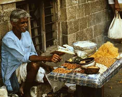 Eating Mumbai: Bhel puri walla, Bombay, 1989.