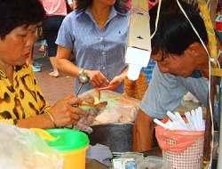 Bread ice cream, Singapore street food; singapore ice cream