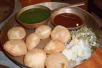 Delicious do-it-yourself panipuri at the upscale restaurant Soam, in Mumbai.