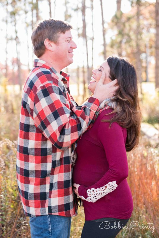 shoreview-minnesota-fall-maternity-laugh-field-pines