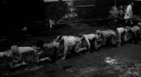 A Centopeia Humana 2 é uma brincadeira de mau gosto que os fãs do primeiro filme vão ser obrigados a engolir!
