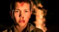 Um jovem escoteiro se depara com um garoto selvagem e seu mentor psicopata, mas alertar seu grupo pode ser uma tarefa difícil