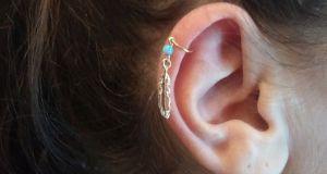 Helix piercing (2)