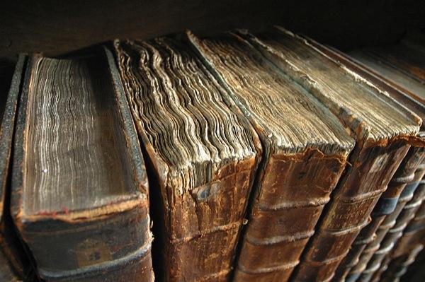 800px Old book bindings