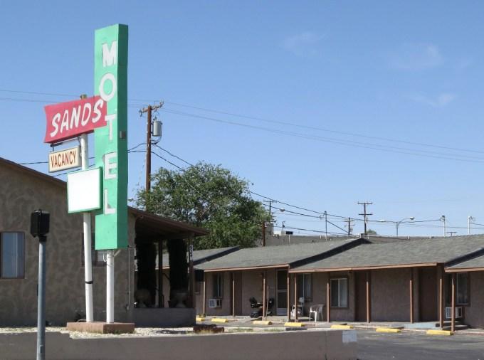 motel n