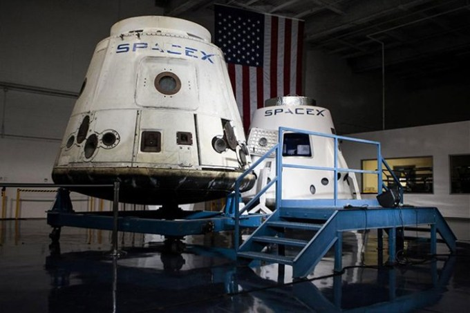 SpaceX spacecrafts the Dragon (L) and the DragonRider. [Reuters]