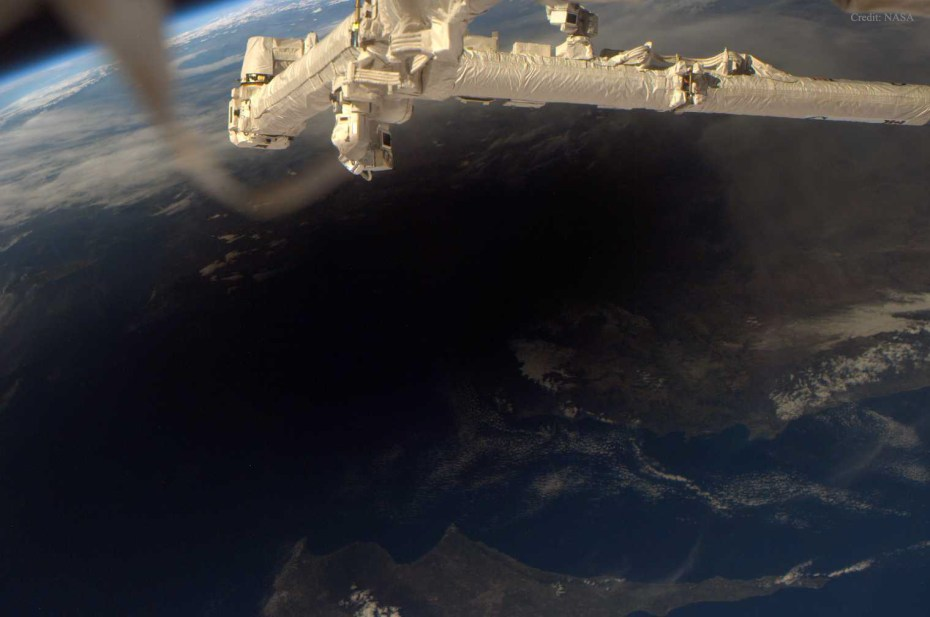 EarthEclipse_ISS_1520