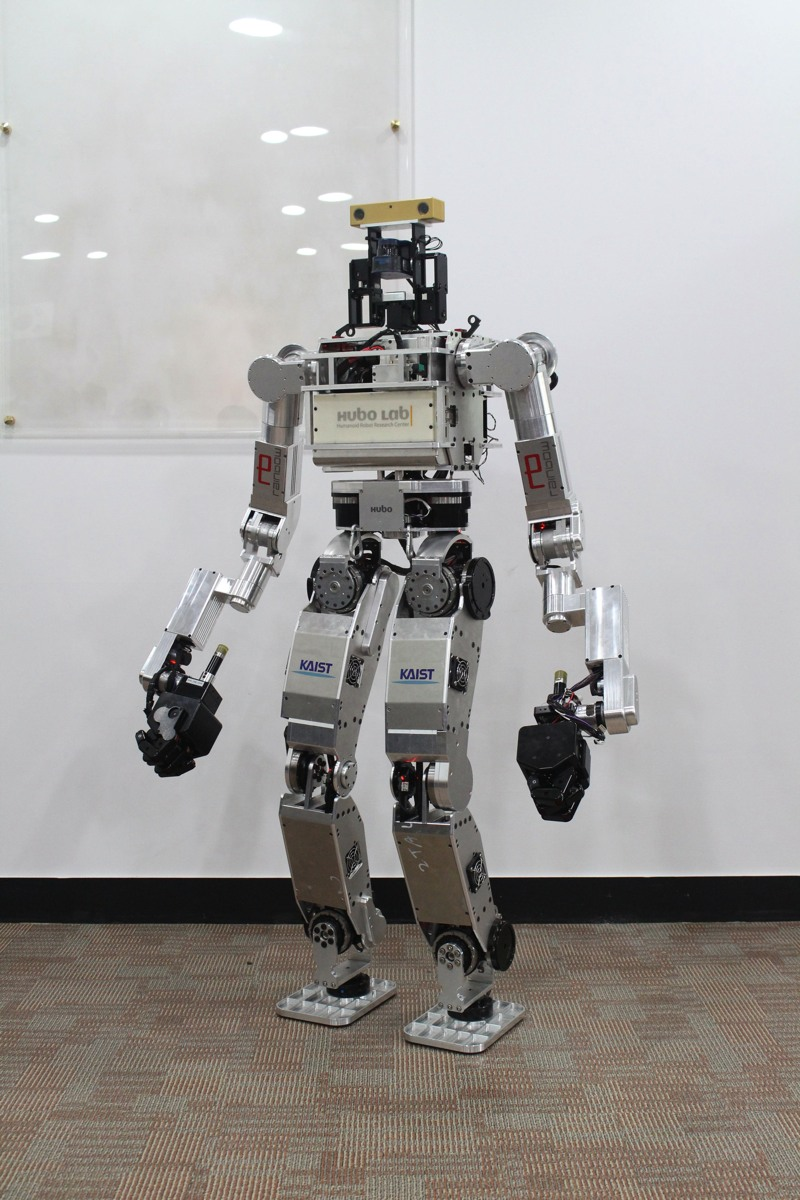 http://boingboing.net/2015/06/08/watch-amazing-robots-fall-over.html