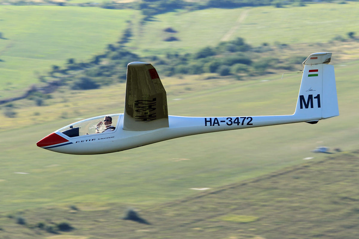 7 Advantages Of Learning To Fly A Glider Before An - Flying Plane Picture